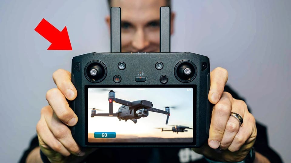 drone-transmitter-with-built-in-screen_web